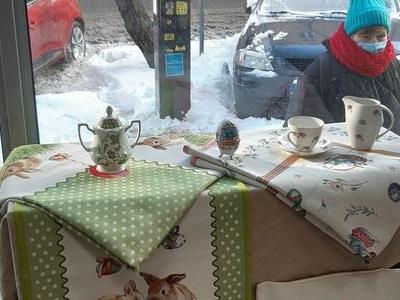 stół z ozdobami 02